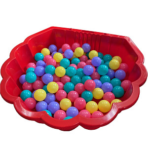 red water shell with 100 colored balls