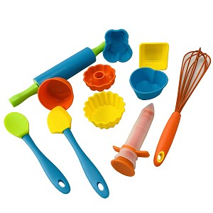 Baking set No. 4 silicone molds, whisk and much more. 11 piece set