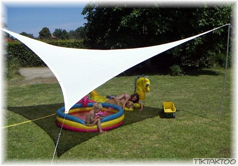 triangle sun shade sail awning tiktaktoo. Black Bedroom Furniture Sets. Home Design Ideas